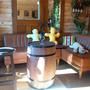 H様宅にテーブル用樽を入れました。