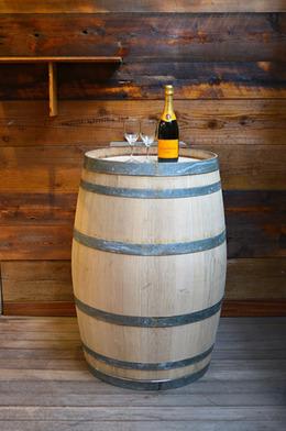 ワイン樽の入荷を致しました
