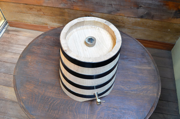 <big><strong>ワインサーバー<br/>木樽(縦型)(wineservers)</big></strong>