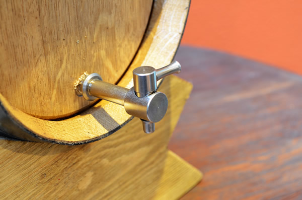 <big><strong>ワインサーバー<br/>木樽(横型)(wineservers)</big></strong>